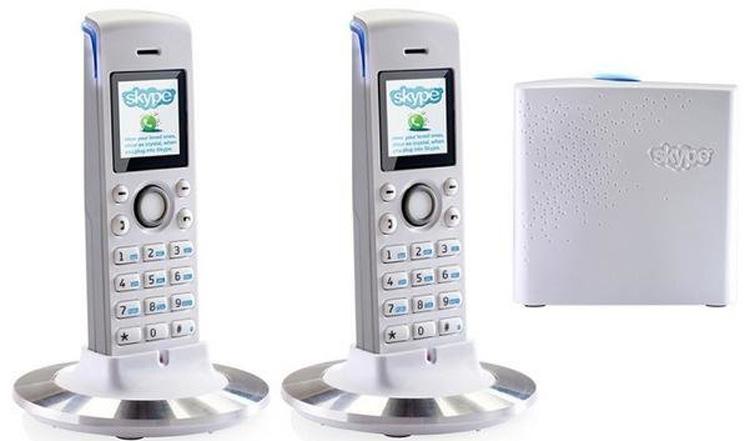 تصویر روبرو دو گوشی همراه با بیس استیشن RTX Dual Phone 4088